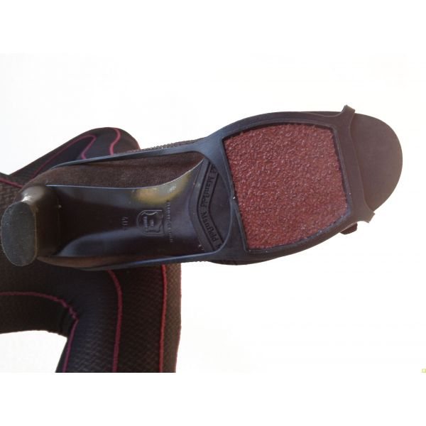 crampons pour chaussure semelle anti glisse anti verglas. Black Bedroom Furniture Sets. Home Design Ideas